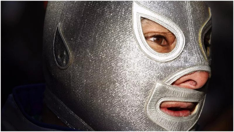 Legendary Mexican wrestler El Santo never removed his mask until 1984–10 days later he died