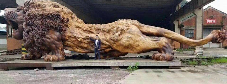 A single tree trunk has been transformed into a giant lion called the Oriental Lion, which carries 20 people for over three years.