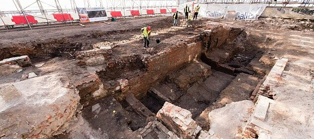 Secret passage beneath Curtain Theatre is revealed after nearly 400 years