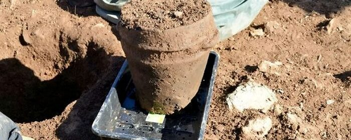 4000-Year-Old Miracle Unearthed! Clay Urn With Human Remains Discovered in Cornwall